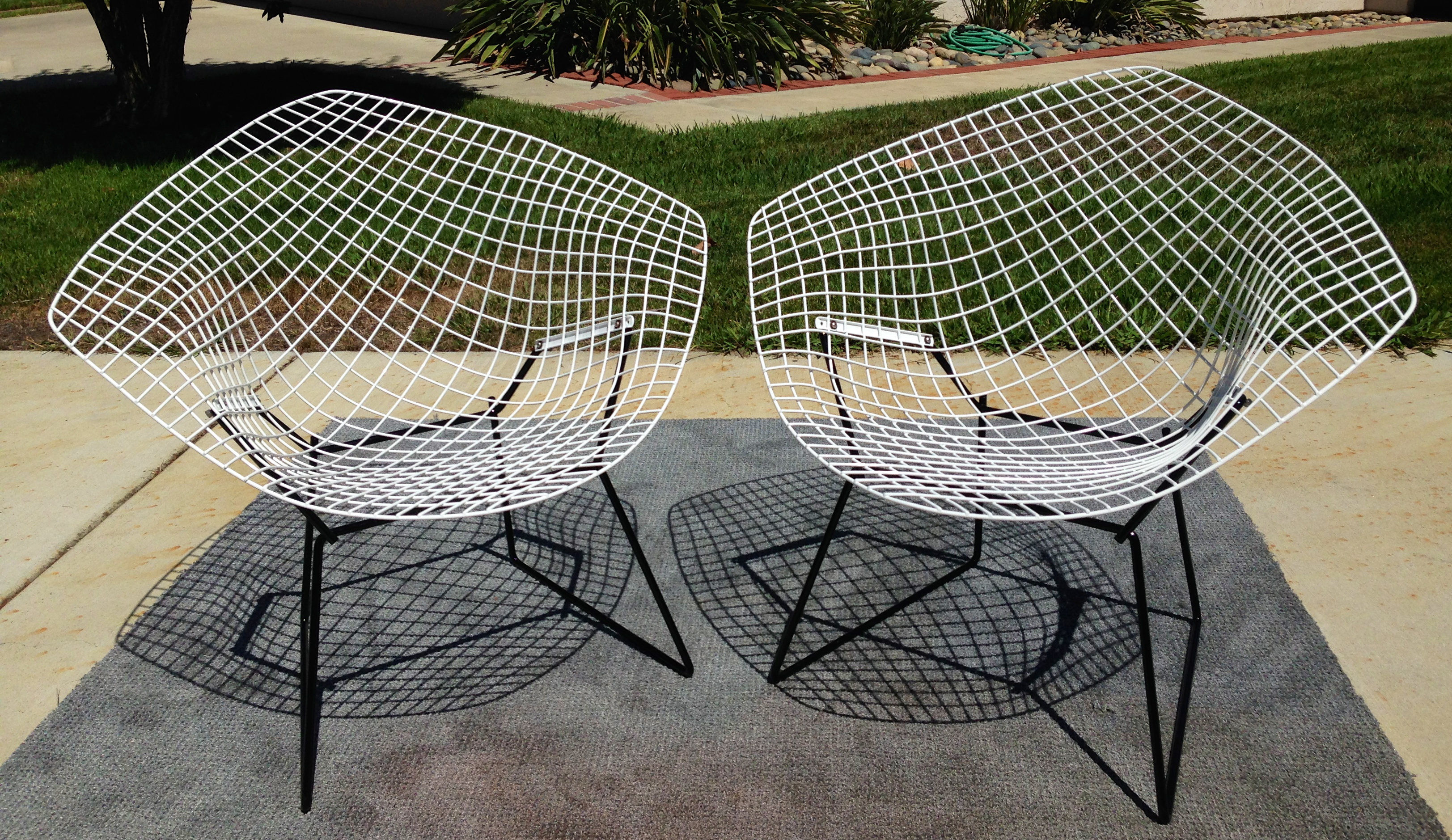 Bertoia diamond chair vintage - Set Of 2 Vintage Diamond Chairs Totally Restored Welding Sand Blasting Powder Coating Are Some Of The Steps The Chairs Went Through In Gloss B W With