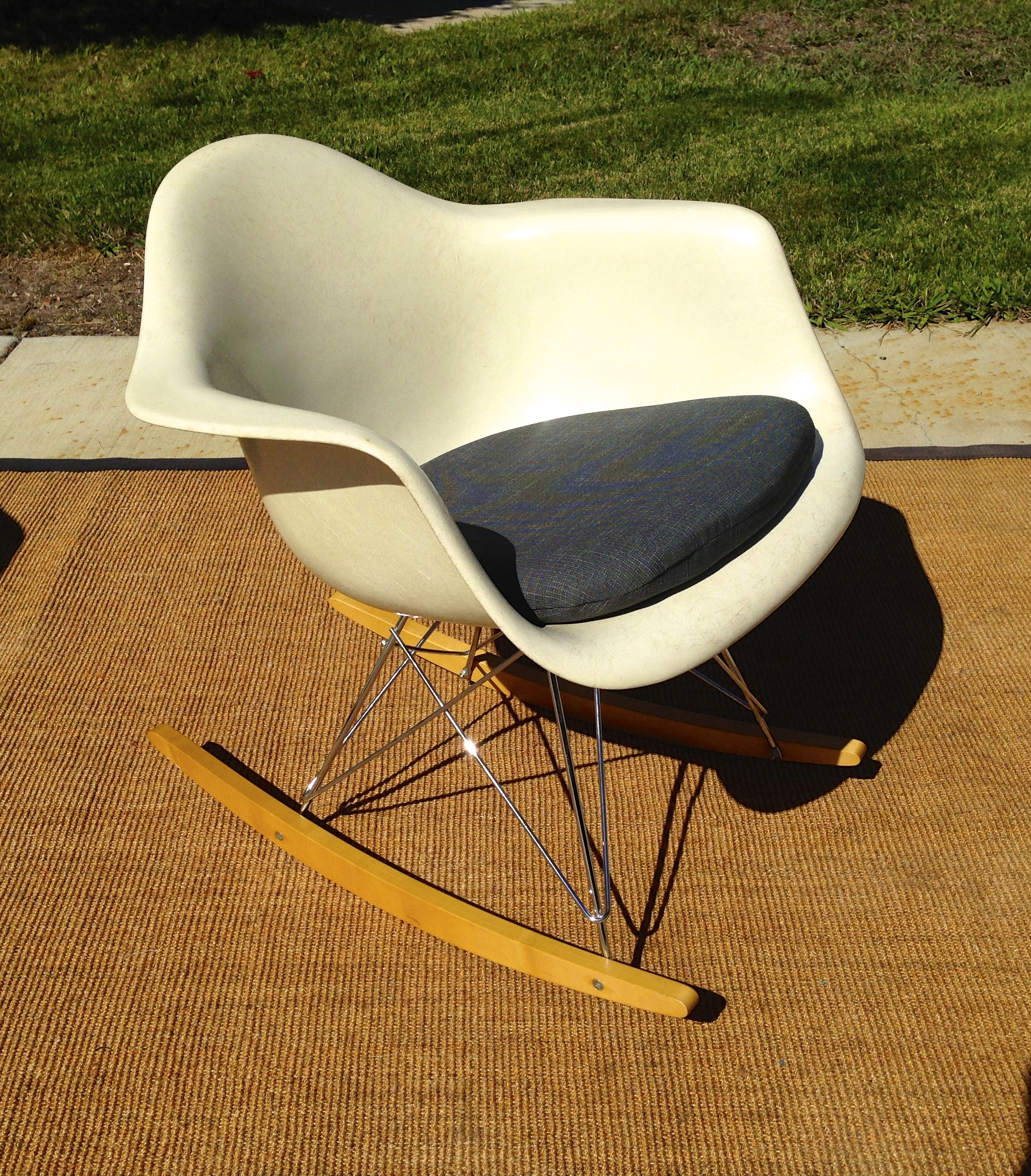 Eames Rocking Chair Vintage Vintage Eames RAR rocking chair in a