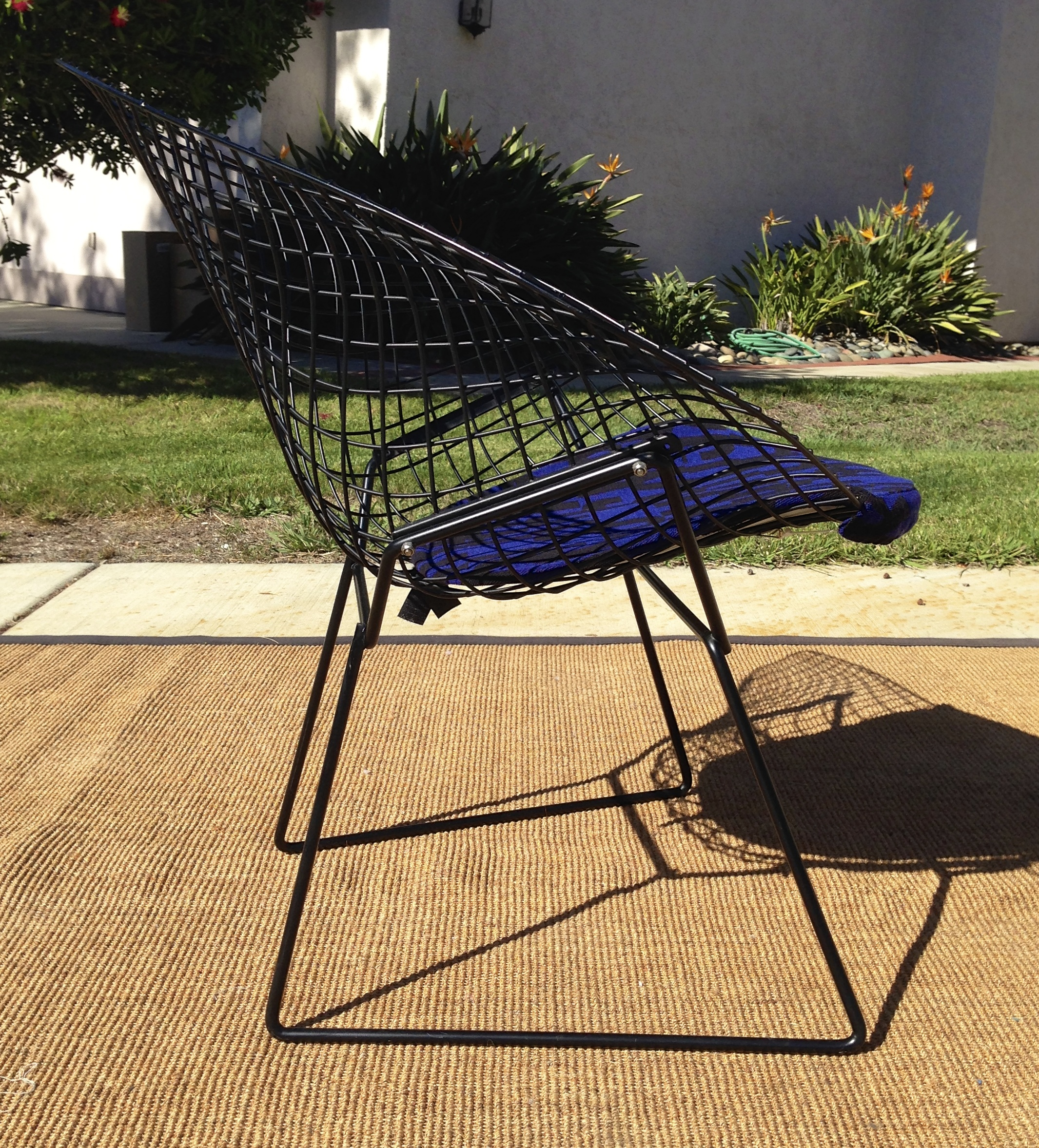 Bertoia diamond chair vintage - One Diamond Lounge Chair In Mat Black In Its Original Condition No Broken Welds No Rust No Structure Damage Great Vintage Condition